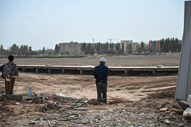 Chantier de construction d'un jardin public sur le site d'un cimetière ouïgour à Kucha, dans la province du Xinjiang, le 13 septembre 2019.