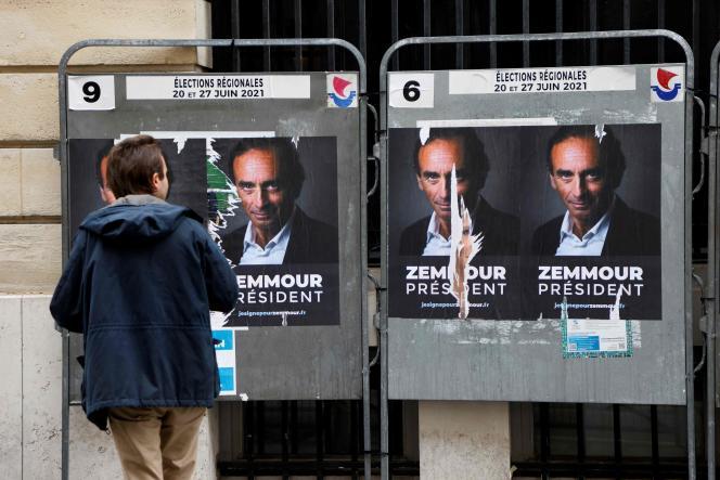 Des affiches « Zemmour président» placardées à Paris, le 28 juin 2021.