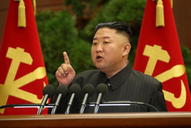 Le dirigeant nord-coréen Kim Jong-un lors d'une réunion du comité central,durant le 8e congrès du Parti du travail, à Pyongyang, le 29 juin 2021.
