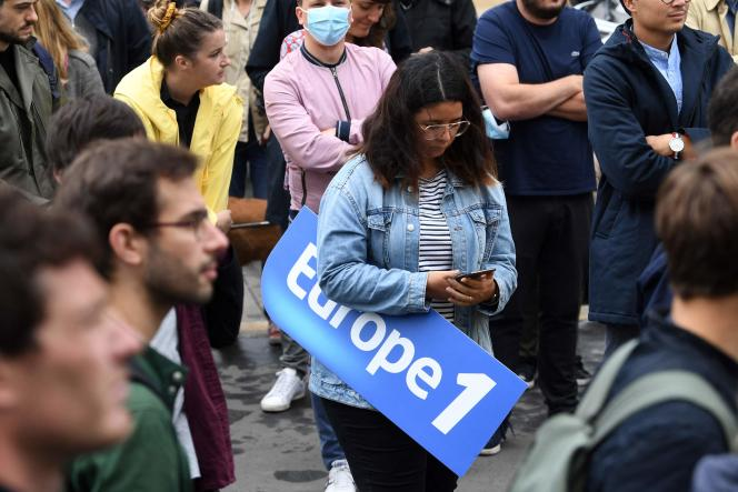 Employees of Europe 1 demonstrate against
