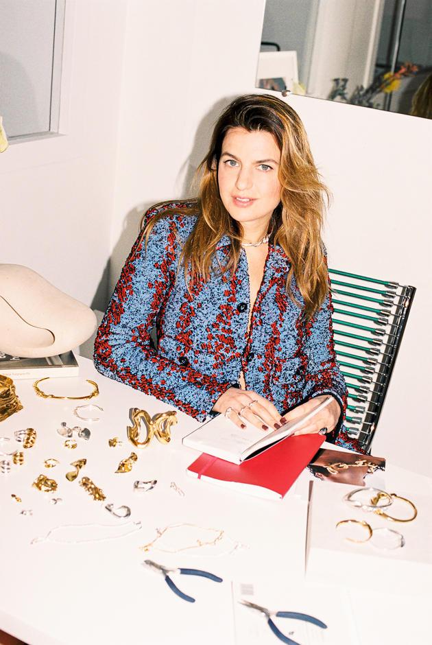 La joaillièreAnnelise Michelson, dans son atelier du 8earrondissement de Paris.