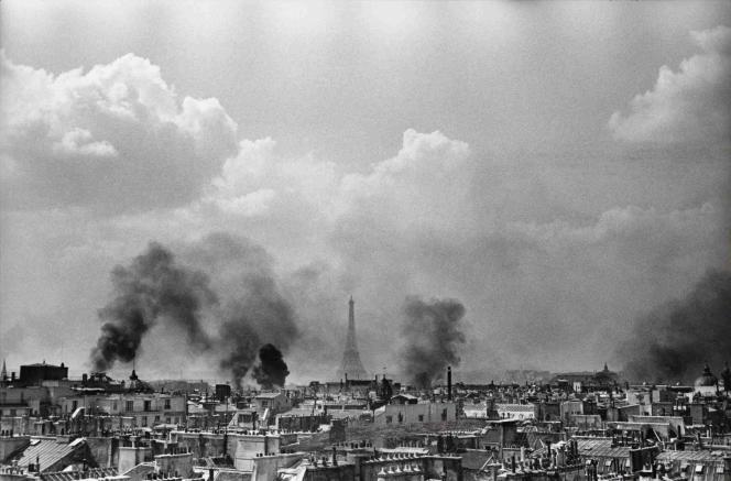 Henri Cartier-Bresson : « Libération de Paris », 25 août 1944 – Collection Fondation Henri Cartier-Bresson.