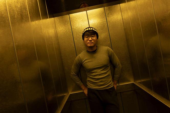 Simon Cheng, 30 ans, militant de Hongkong, vit en exil au Royaume-Uni depuis novembre 2019. Il a été arrêté par les autorités chinoises en août 2019 à son retour d'un voyage d'affaires à Shenzhen. Ici à Londres, le 27 juin 2021.