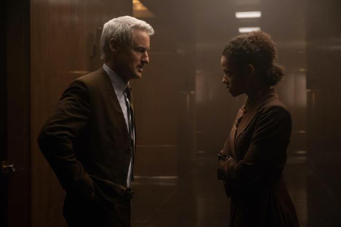 Mobius (Owen Wilson) et Ravonna Renslayer (Gugu Mbatha-Raw ) dans le 4e épisode de la série «Loki».