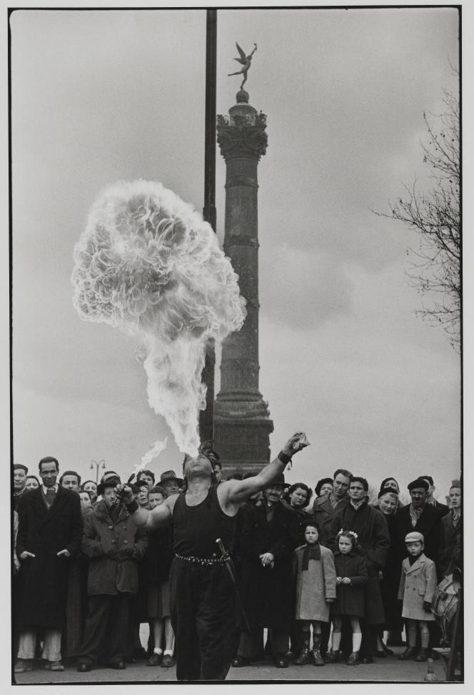 Henri Cartier-Bresson : «Place de la Bastille», 1953 – Collection du musée Carnavalet – Histoire de Paris.