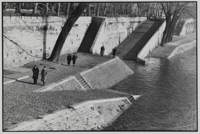 Henri Cartier-Bresson : « Quais de Seine», 1955 – Collection du Musée Carnavalet – Histoire de Paris.