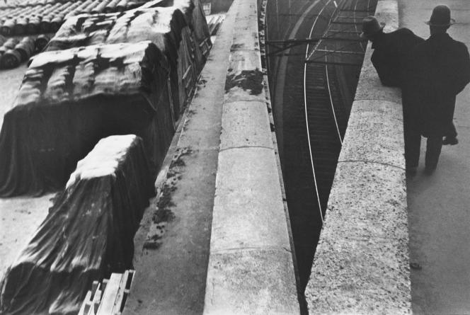 «Quai Saint-Bernard, Paris» (1932), d'Henri Cartier-Bresson. Epreuve gélatino-argentique de 2002.