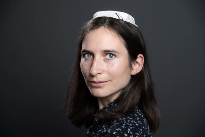 Iris Ferreira pose, le 17 juin 2019, lors d'une rencontre internationale de femmes rabbins ou enseignantes à Troyes.