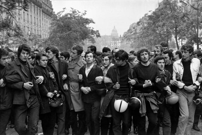 Henri Cartier-Bresson : « Vers le stade Charléty», mai 1968 – Collection Fondation Henri Cartier-Bresson.
