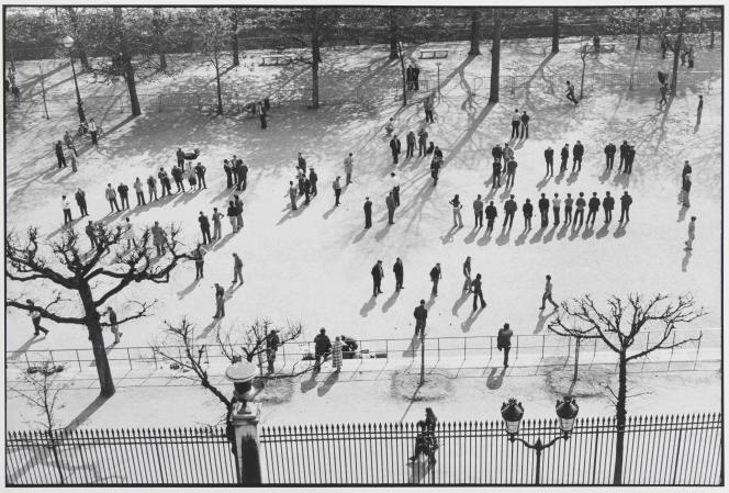 Henri Cartier-Bresson : « Jardin des Tuileries», 1974 – Collection du Musée Carnavalet – Histoire de Paris.