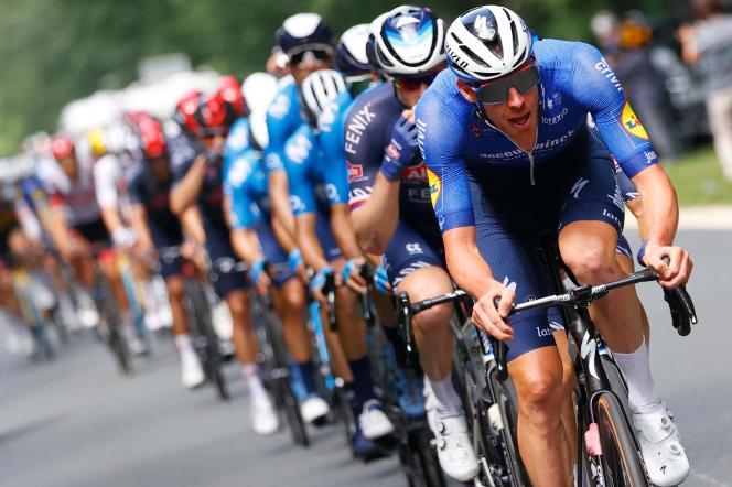 Le Belge Tim Declercq (Deceuninck-Quick Step) emmène le peloton lors de la sixième étape du Tour de France entre Tours et Châteauroux, le 1er juillet.