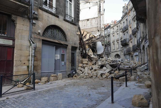Un immeuble effondré dans le centre historique de Bordeaux, rue de la Rousselle, le 21 juin 2021.