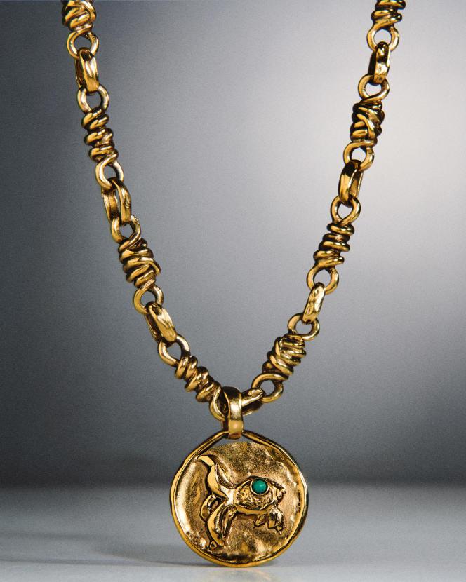 Talisman astro Poisson, en laiton doré, Goossens, 490€.