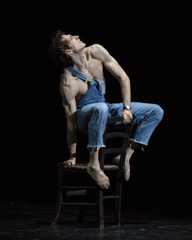 Le danseur étoile Mathieu Ganio, sur la scène du Palais Garnier, à Paris, le 27 juin.