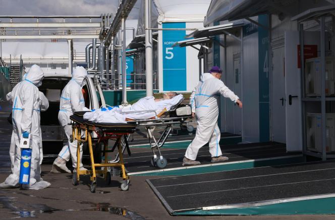 Aux abords d'un hôpital situé en banlieue de Moscou, le 2 juillet.