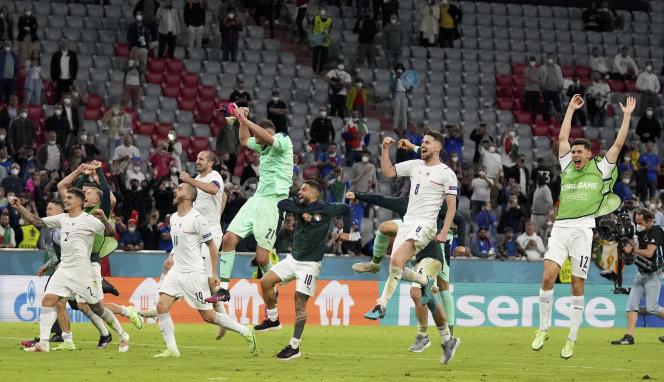 Les joueurs italiens célèbrent leur victoire (2-1) face à la Belgique en quart de finale de l'Euro 2021, à Munich, en Allemagne, le 2 juillet 2021.