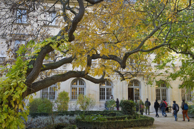 La cour de l'Ecole normale supérieure, dite «Cour aux Ernest», rue d'Ulm, à Paris.