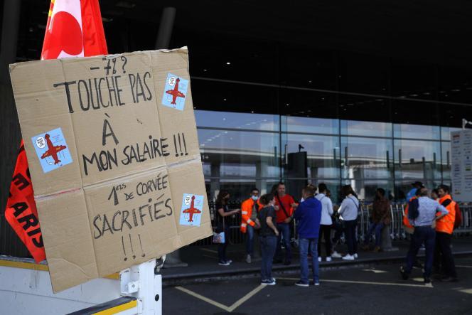 Grève à l'aéroport de Roissy-Charles-de-Gaulle, le 2 juillet 2021.