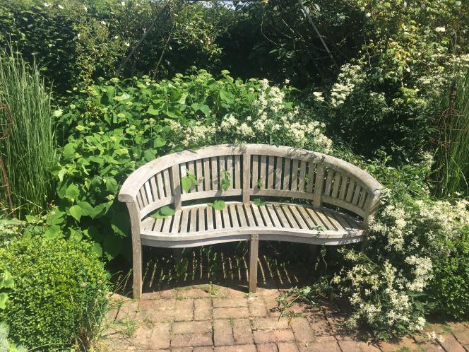 Dans le très anglais jardin de Valérianes.