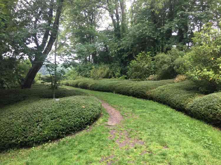 Les jardins suspendus du Havre, conçus par l'architecte paysagisteSamuel Craquelin, occupent depuis 2008 l'ensemble des espaces de l'ancien fort de Sainte-Adresse.