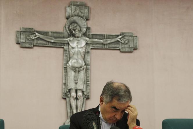 Le cardinal Angelo Becciu,lors d'une conférence de presse, à Rome, en septembre 2020.
