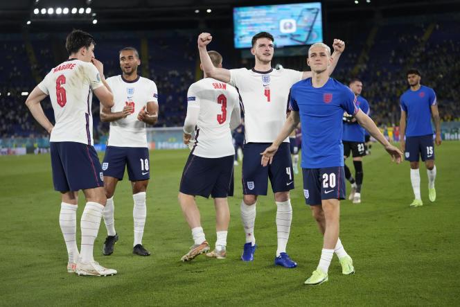 Les joueurs de l'équipe d'Angleterre célèbrent leur victoire en quart de finale de l'Euro 2021 face à l'Ukraine au Stade olympique, à Rome, en Italie, samedi 3 juillet 2021.