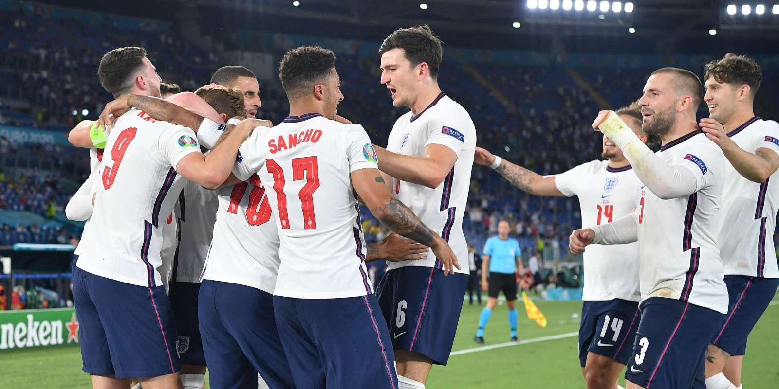 Les Anglais célèbrent l'un des deux buts de Harry Kane face à l'Ukraine.