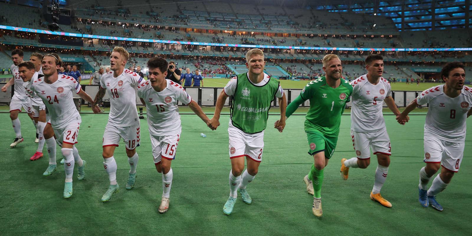 La joie des joueurs danois qui, malgré deux défaites en phase de groupes, se sont extirpéspour se qualifier, samedi 3 juillet à Bakou, contre la République tchèque (2-1) pour les demies-finales de l'Euro.