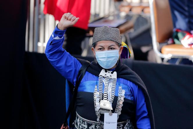 L'universitaire mapuche Elisa Loncon a été élue présidente de l'Assemblée constituante chilienne, dimanche 4 juillet, à Santiago.