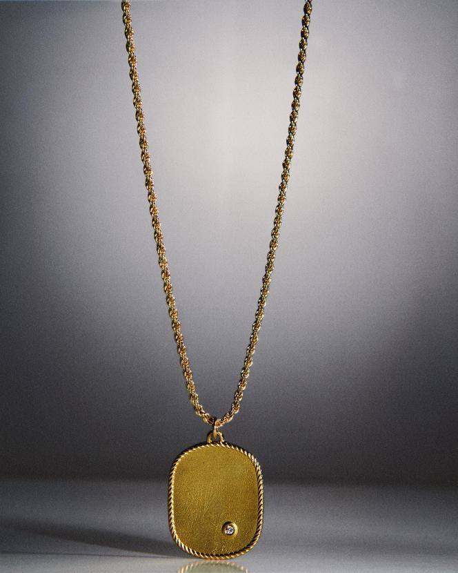 Collier médaillon Ellipse, en or jaune, Yvonne Léon, 2250€.