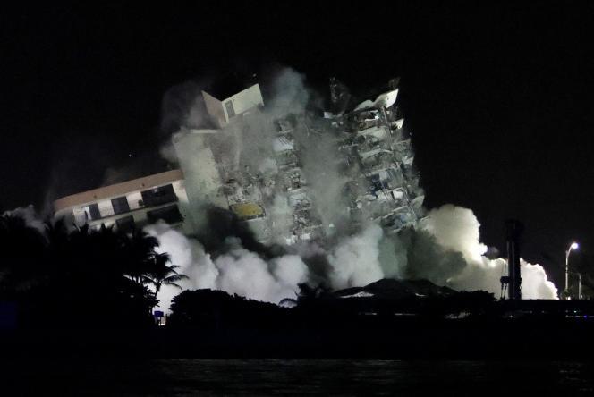 Le reste de l'édifice de 12 étages, baptisé Champlain Towers South, a été démoli dans la nuit de dimanche 4 à lundi 5 juillet.