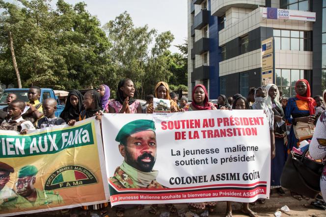 Des supporteurs du président de la transition, le colonel Assimi Goïta, à Bamako, le 7juin 2021.