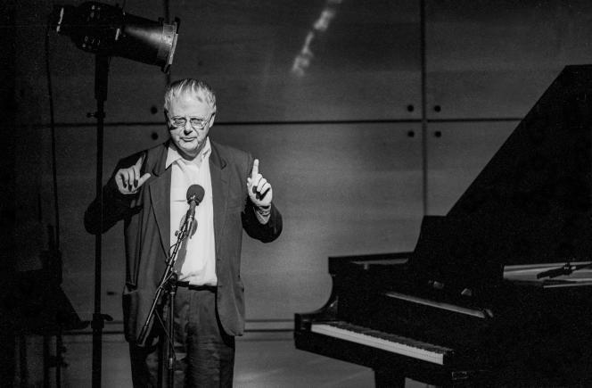 Le compositeur et pianiste néerlandais Louis Andriessen lors d'un concert au Walter Reade Theater, du Lincoln Center, à New York, le 11 avril 1994.