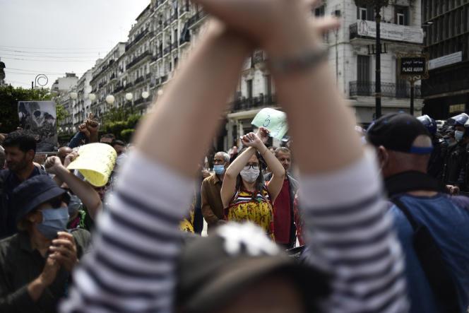 Manifestation antigouvernementale à Alger, le 30avril 2021.