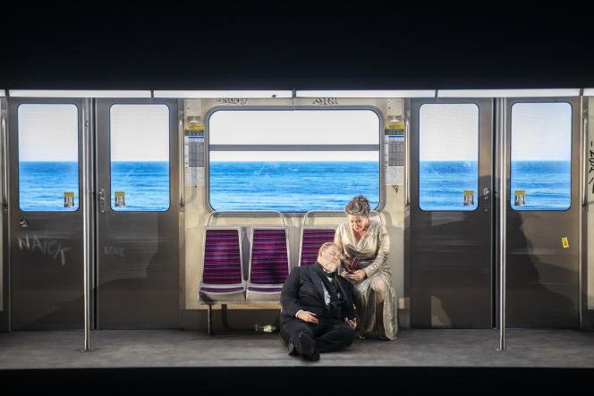 Tristan (Stuart Skelton) et Isolde (Nina Stemme) dans «Tristan und Isolde»,de Richard Wagner, mis en scène par Simon Stone au Festival d'Aix-en-Provence en juillet 2021.