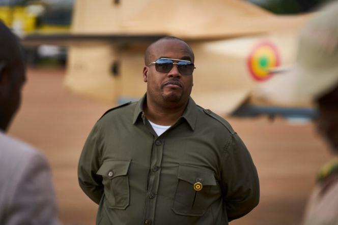 Karim Keïtaà la base aérienne militaire de Bamako,le 11 juillet 2018.