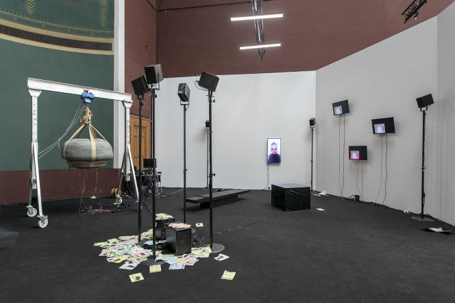 Vue de l'exposition « Orbital Orchestra»,au Palais des beaux-arts de Paris, en juillet 2021.