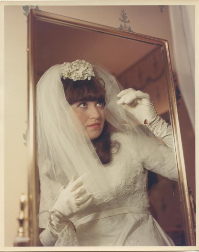 L'écrivaine Susie Morgenstern en mariée, 1966.