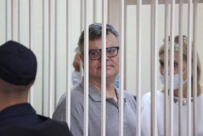 Viktor Babaryko, opposant au président biélorusse Alexandre Loukachenko, à la cour de justice de Minsk, le 6 juillet 2021.