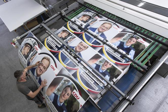 Les affiches du candidat de la CDU à la chancellerie,Armin Laschet, le 6 juillet 2021.