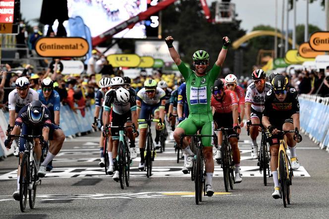 Mark Cavendish (Deceuninck-Quick Step) s'impose dans la 10e étape du Tour de France, entreAlbertville (Savoie) et Valence (Drôme), le 6 juillet.