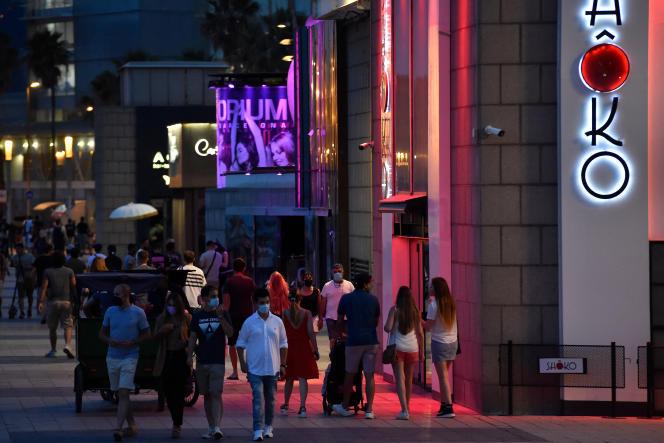 Devant une discothèque, à Barcelone, le 26 juin 2021.