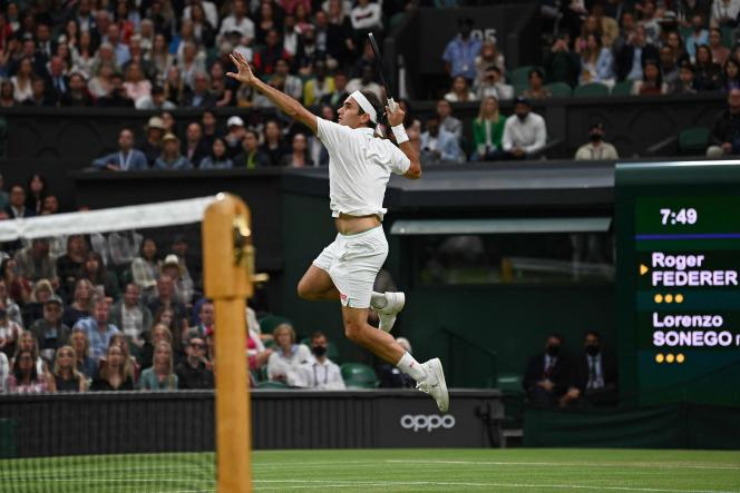 Le Suisse Roger Federer lors du huitième de finale remporté face à l'Italien Lorenzo Sonego le 5 juillet.