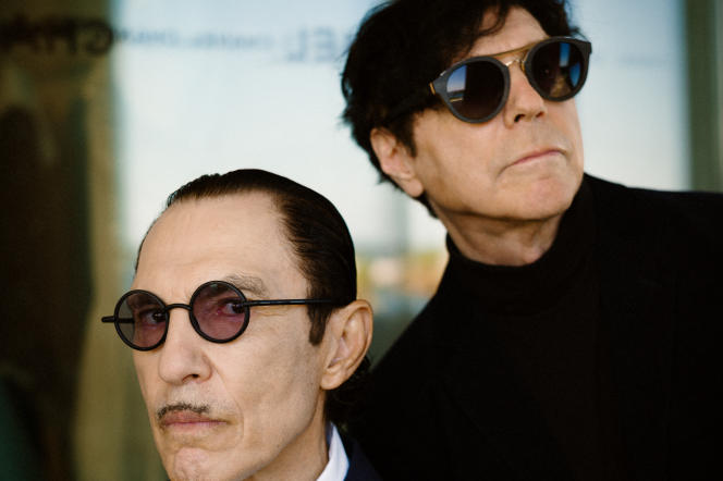 Les Sparks (Ron et Russel Mael), le 5 juillet 2021, dans la suite Chanel (505) de l'Hôtel Majestic Barrière, à Cannes.