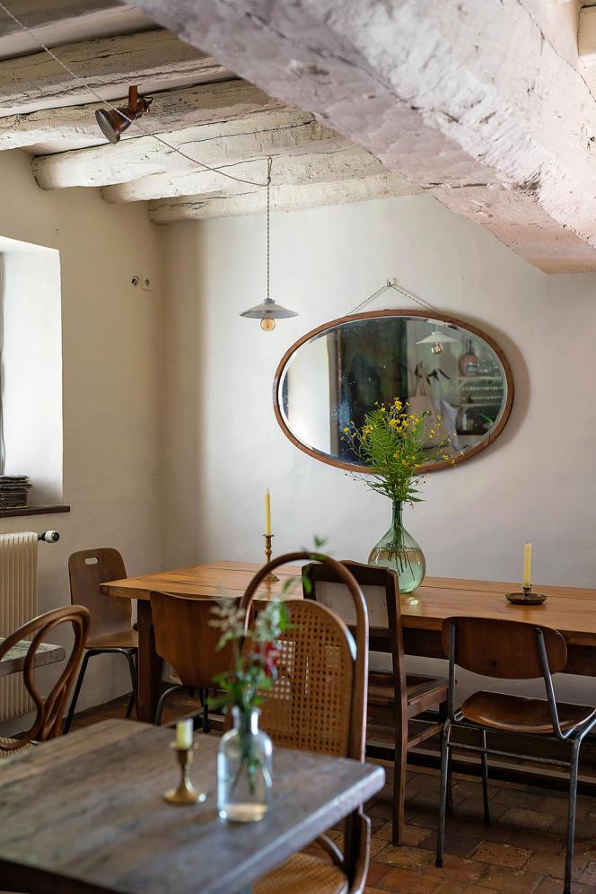 La salle à manger de l'auberge.