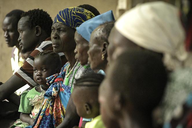 Des patients attendent d'être soignés au centre de santé et de soins primaires d'Udier, dans la région du Haut-Nil, le 7 mars 2019.