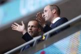 Le président de l'UEFA, Aleksander Ceferin, le 7 juillet, à Londres, discute avec le prince William.