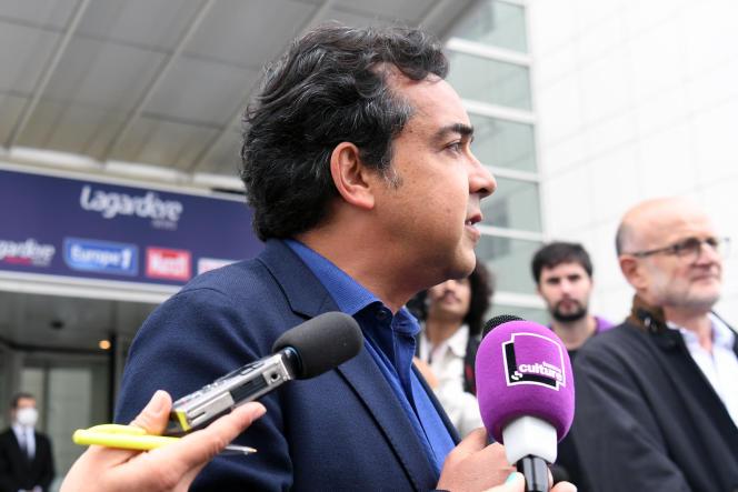 Le journaliste Patrick Cohen, lors d'une manifestation pour protester contre le virage éditorial d'Europe 1, à Paris, le 30 juin.