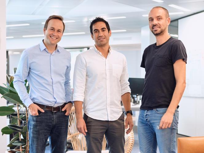 Os três cofundadores da Leonte, Jeffroy Jeju, Charles Egli e Thomas Bellot, em setembro de 2020.