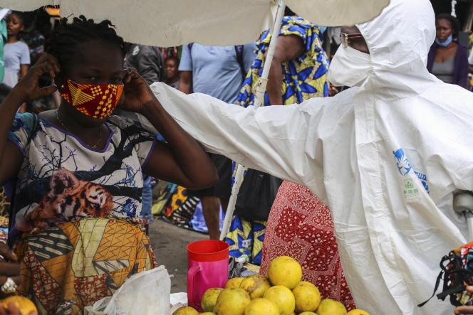 Campagne de sensibilisation au Covid-19 menée par les mouvements citoyens Filimbi et Lucha à Kinshasa, en mai 2020.